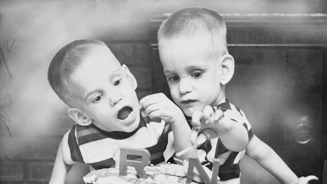 रॉनी और डॉनी गैलीयन:  68  वर्ष की आयु में  जुड़वा बच्चों की मृत्यु हो गयी  है