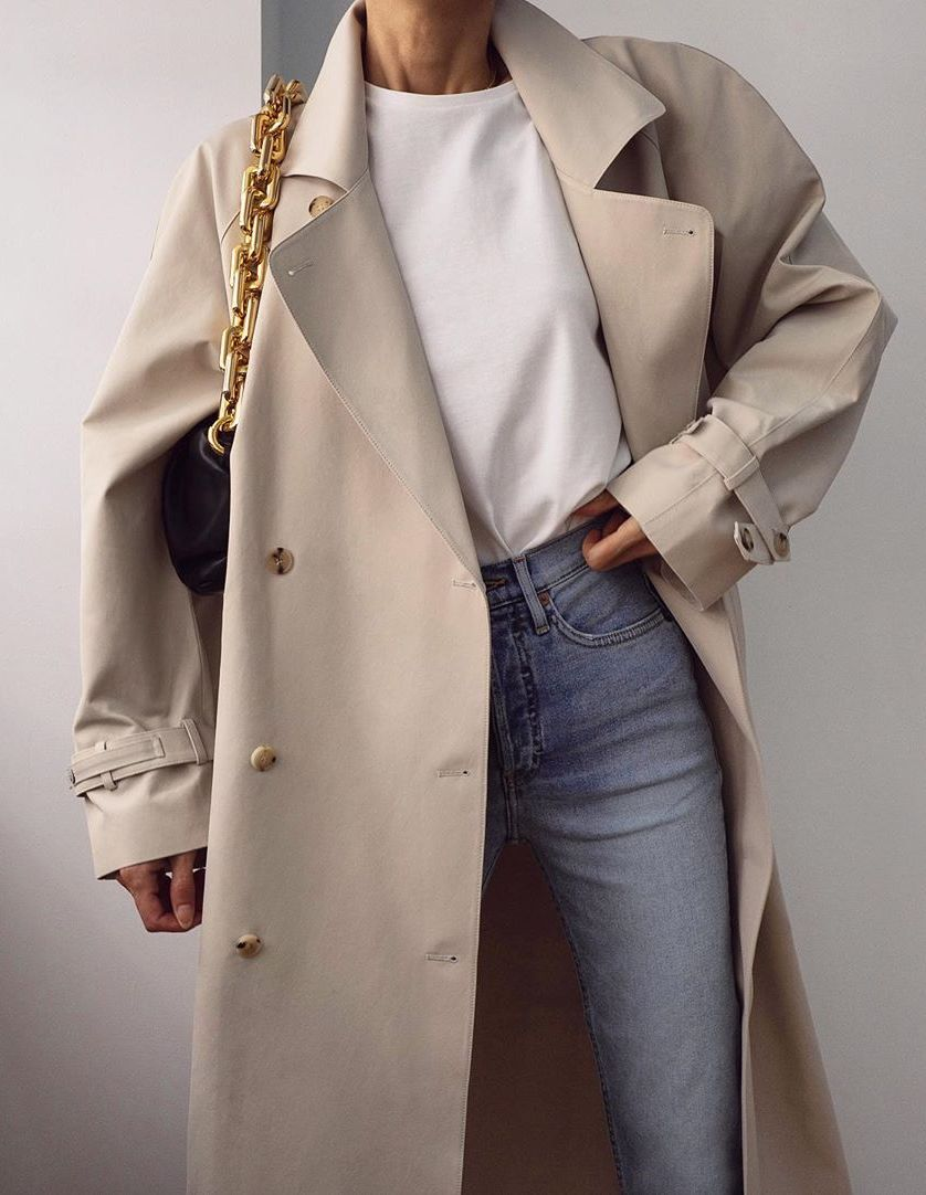 How to Wear a Trench Coat for Fall — Petra Mack in a trench, white t-shirt, Bottega Veneta chain bag, and jeans