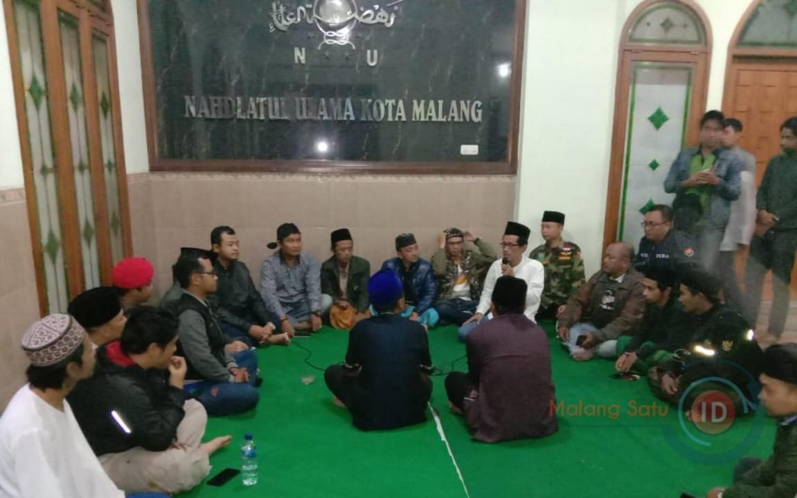Santri Malang Raya Laporkan Dua Akun Facebook Yang Hina KH Maimun Zubair