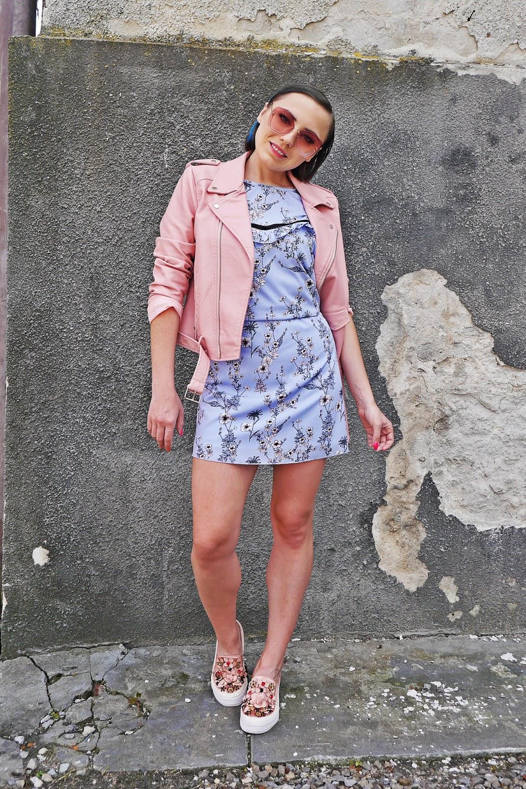 7_sukienka_w_kwaity_bonprix_rozowa_ramoneska_buty_renee_karyn_blog_modowy_200518