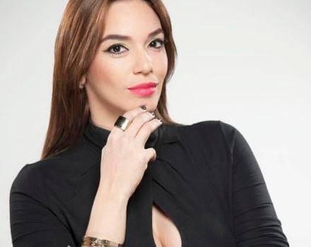 Hony Estrella a un hit de regresar a la TV; sería la conductora de Baila Dominicana Baila