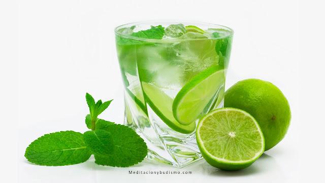 Beber agua con limón por las mañas -  cambios increíbles