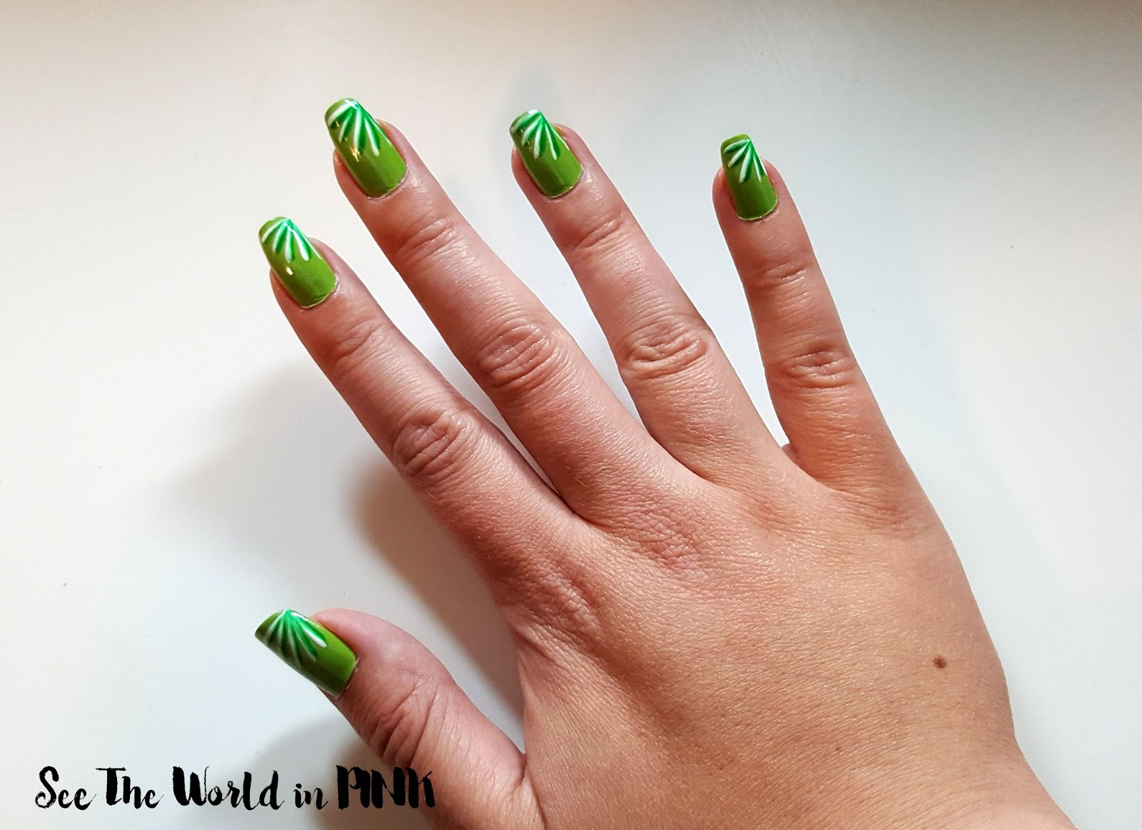 "Manicure Monday - Colour of the Year ""Greenery"" Nails!"