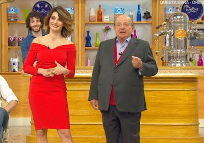 Samanta Togni vestito tubino rosso i fatti vostri 14 aprile