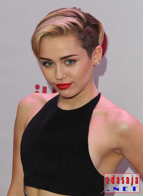 Miley Cyrus artis dengan jumlah followers terbanyak di dunia