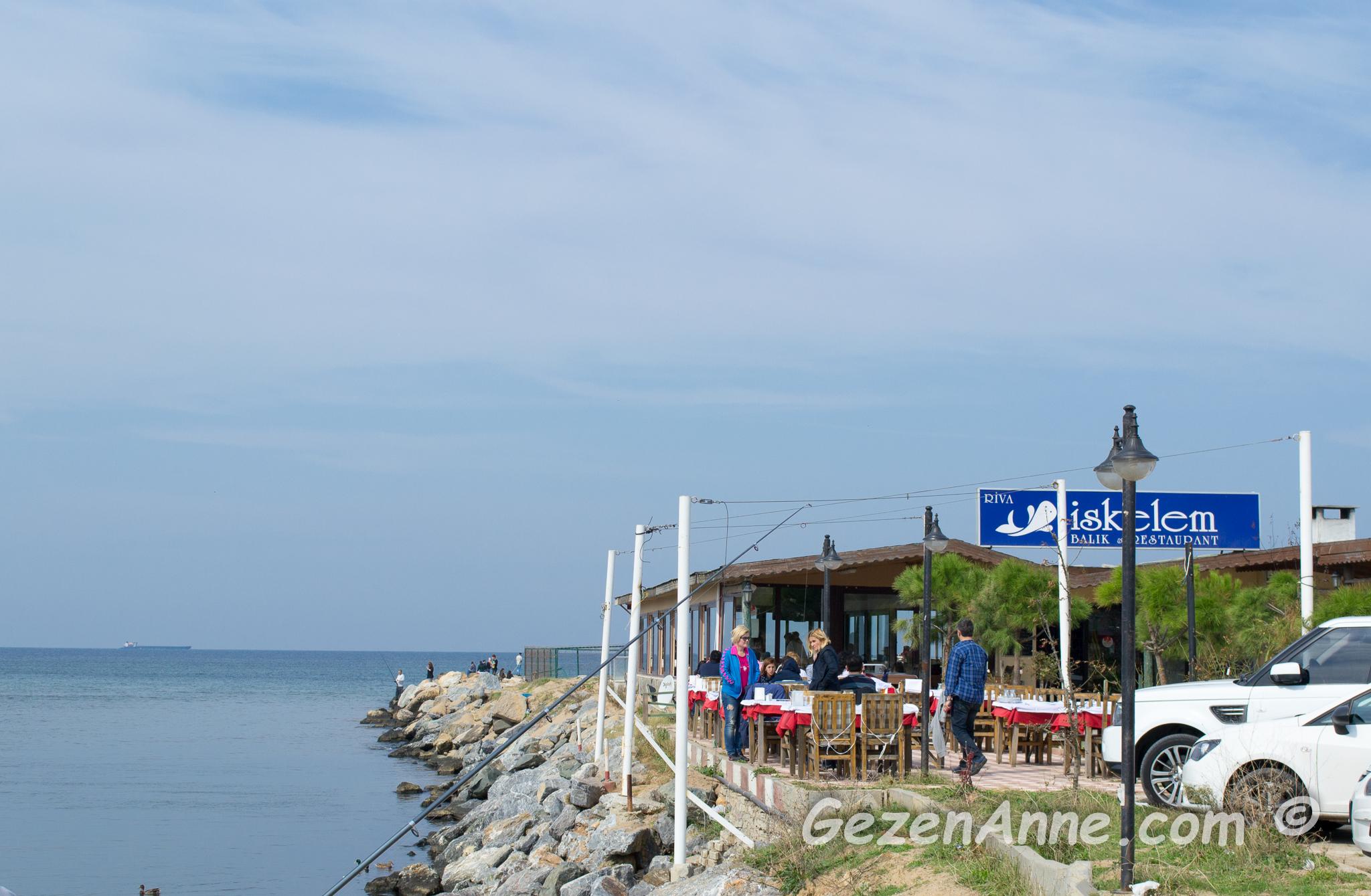 Bir tarafta Riva dersi, diğer tarafta Riva plajı; özellikle bahar aylarında bir harika, İstanbul