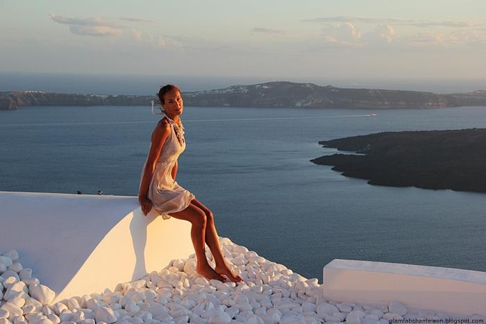 beautiful photos with Santorini background