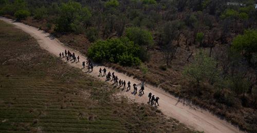 Menino de nove anos morre ao tentar entrar nos EUA, afirmam autoridades de fronteira