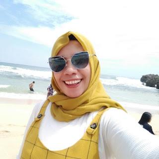 Dewi Sholekah Si Blogger Multitalent