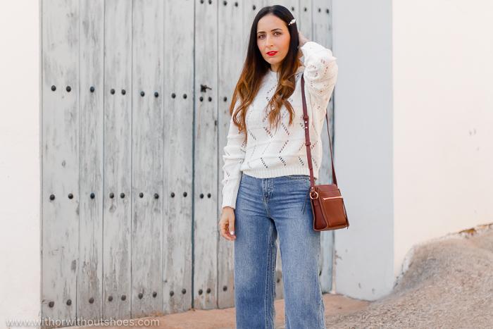 look basico para combinar jeans y horquilla en el pelo