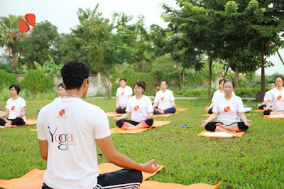 sử dụng thảm tập yoga để đảm bảo an toàn khi tập luyện