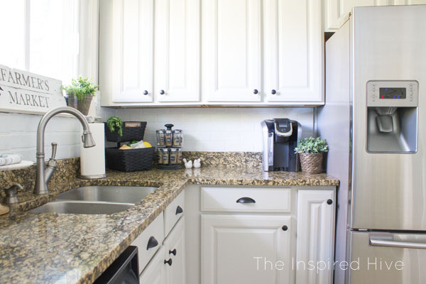 Farmhouse style kitchen makeover. Easy kitchen updates with painted cabinets, new hardware, and accessories.