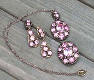 Jewellery set by Hollywood in pink diamante