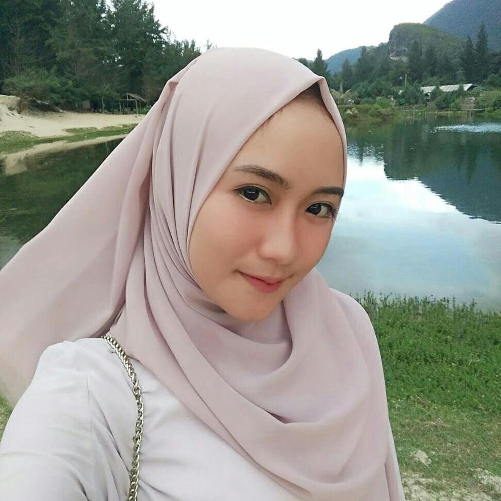 Cewek manis pakai Jilbab cantik dan imut sekali
