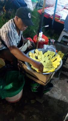 tukang tahu di pasar malam