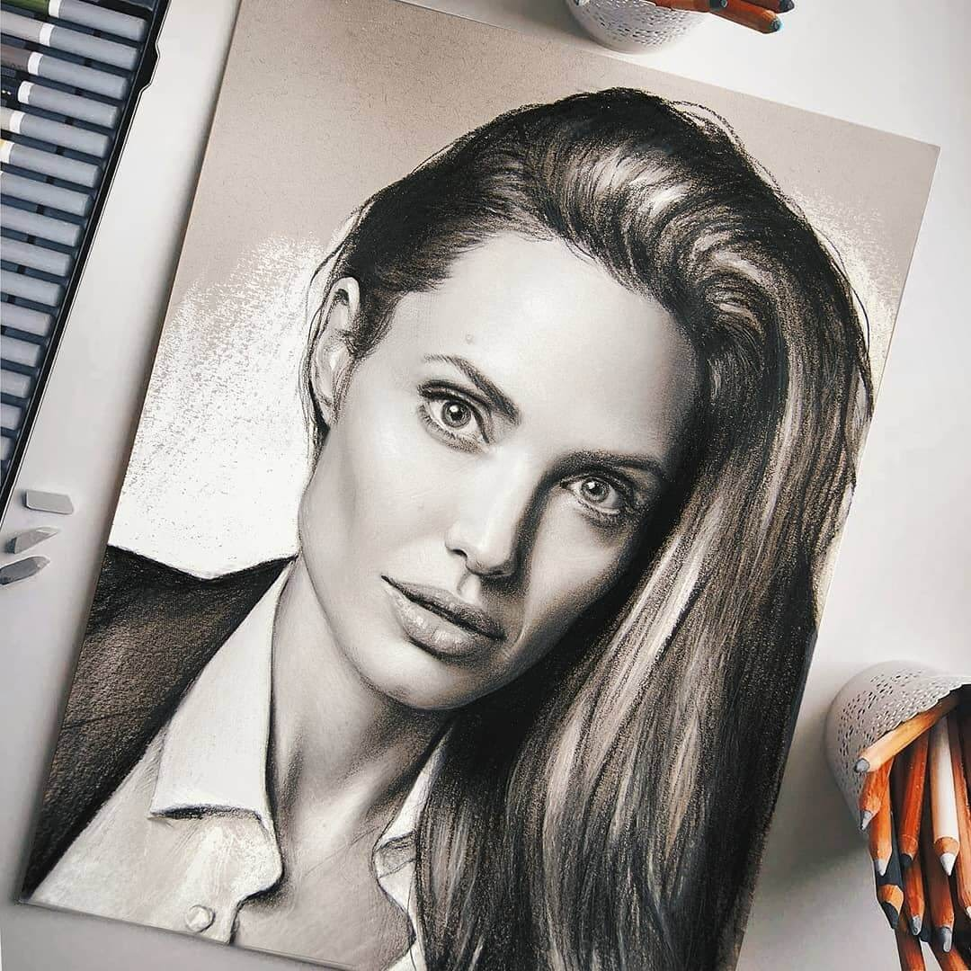 05-Angelina-Jolie-Michael-Naumets-Portraits-Drawings-of-Celebrities-and-Non-www-designstack-co