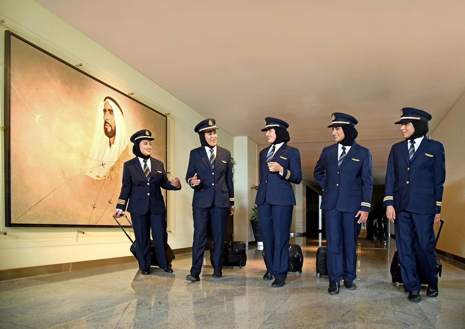Dia da Mulher nos Emirados: cinco copilotas da Emirates abrem suas asas aos cinco continentes | É MAIS QUE VOAR