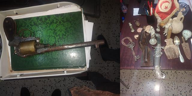 المهدية : حجز مسدس قديم و بندقية صيد دون رخصة وقطع أثرية بأحد المنازل