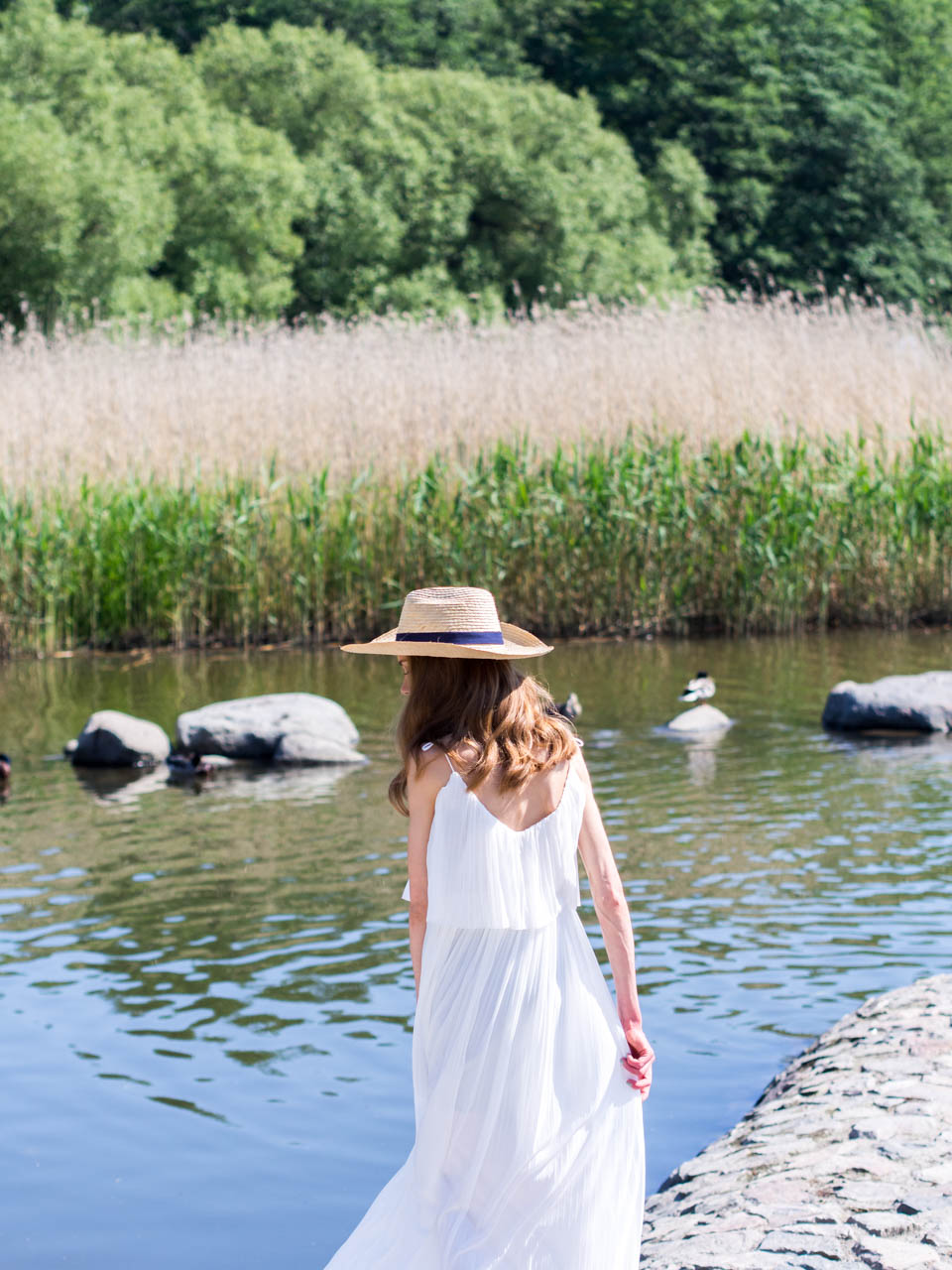 juhannus-midsummer-2019-fashion-blogger-summer-photoshoot-lake-töölönlahti-helsinki