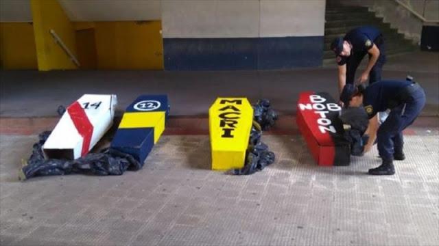 Policía argentina halla ataúd dedicado a Macri en un estadio