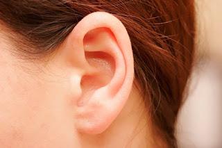 12 Cara Ampuh Mengatasi Telinga Tersumbat Secara Alami