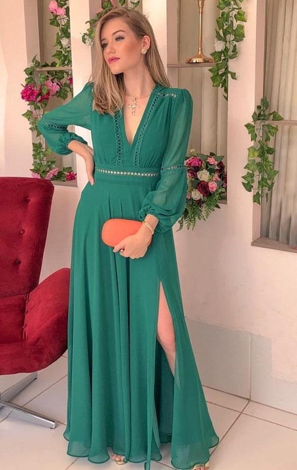 vestido de festa longo verde fluido com manga para madrinha de casamento
