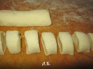 разделываем тесто на вареники