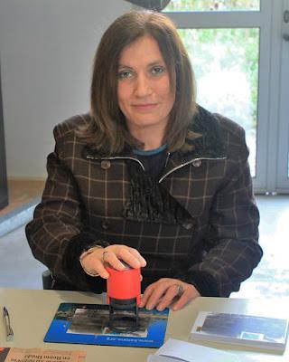 Claudina Fernández matasellando en Quirós