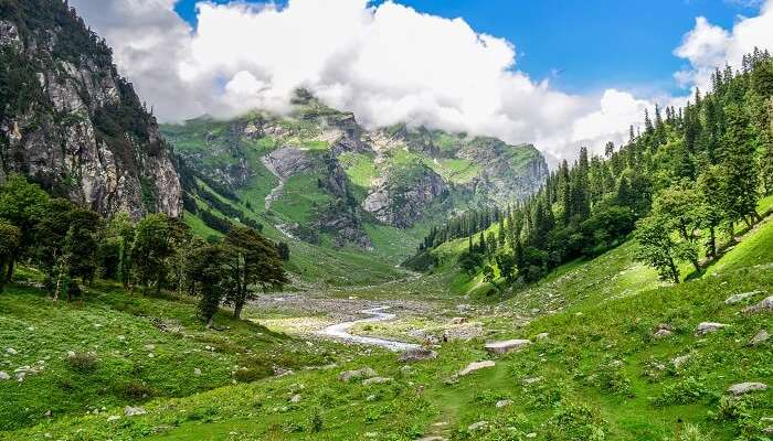 A Dramatic Crossover Trek in the Himalayas
