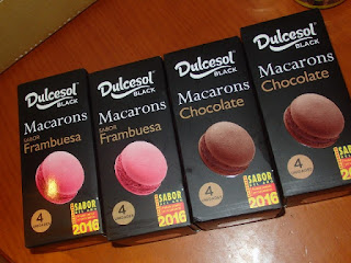 Dulcesol Black Macarons