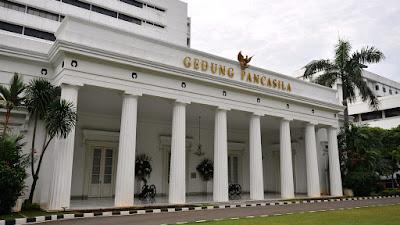 Dukungan Vaksin, Oksigen, dan Alkes dari PEA dan Singapura Tiba di Jakarta