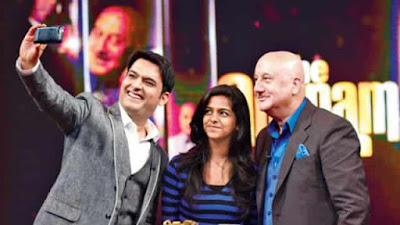Anupam Kher asks Kapil Sharma about his first child on the show