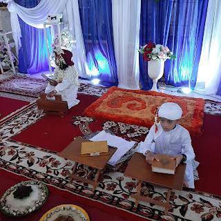 Duduk menunggu acara batamat quran dimulai