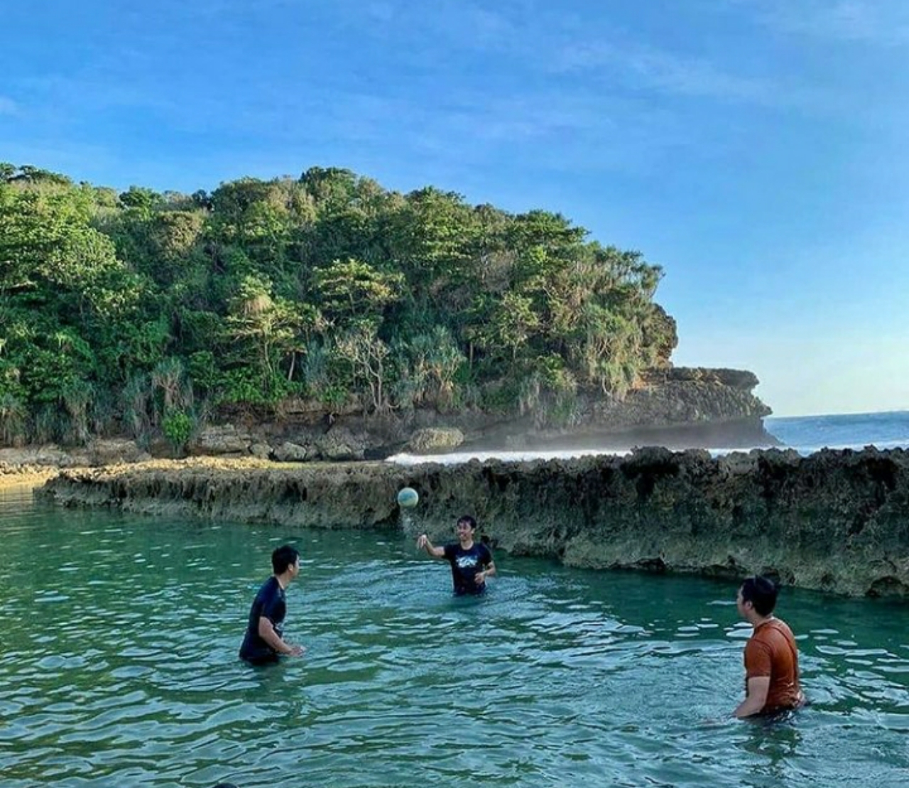 keindahan tempat wisata batu bengkung di malang