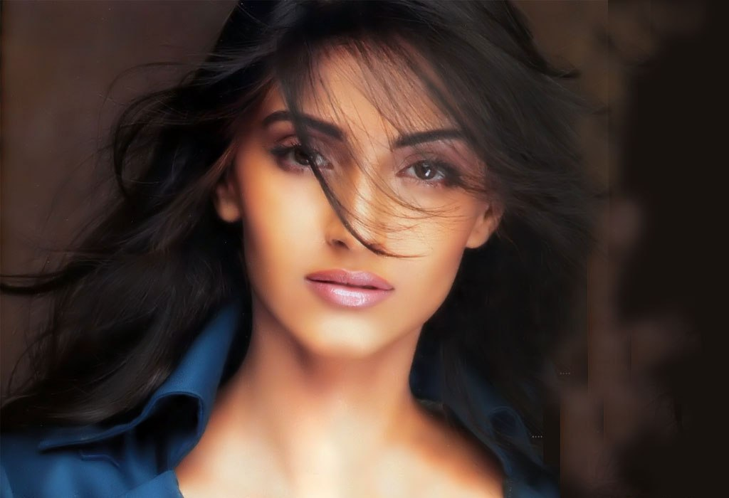 Sonam Kapoor Hot Pictures, Photo Gallery  Wallpapers-4662