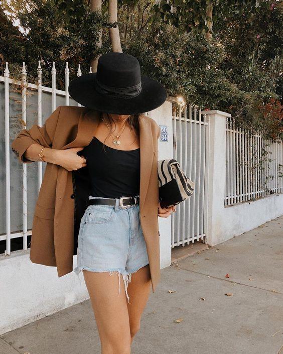 Look com shortinho jeans e blazer