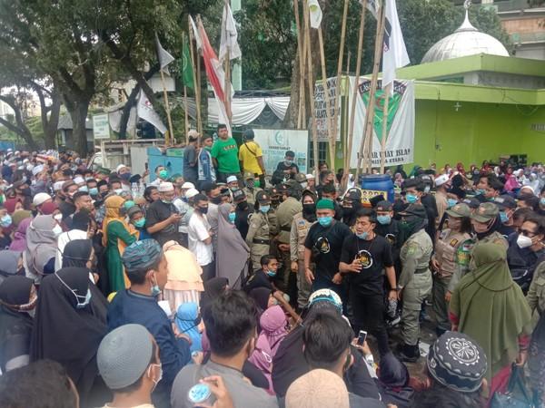 Kerumunan Warga ke Pengajian UAS Bikin Satpol PP Turun Tangan