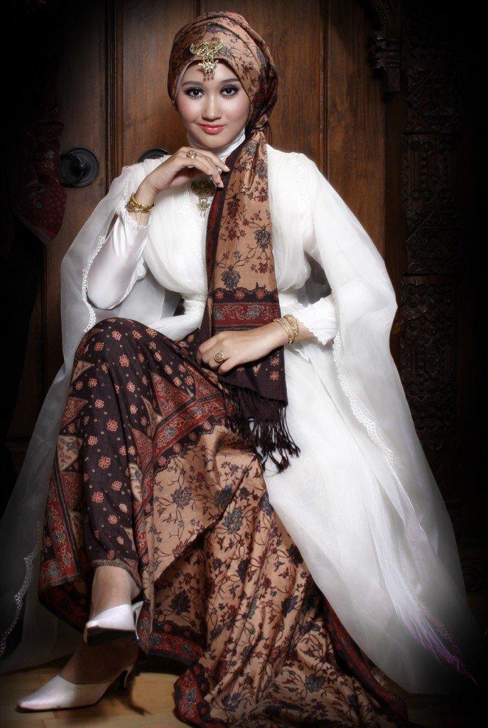 Mode baju muslim terbaru Koleksi Baju Batik Kombinasi Brokat Dian