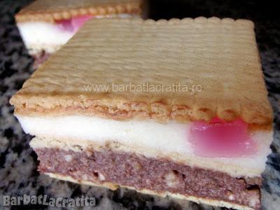 Prajitura cu biscuiti si crema de gris taiata (imaginea retetei)