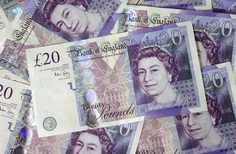 Фунт растет, так как Великобритания и ЕС собираются объявить о торговой сделке