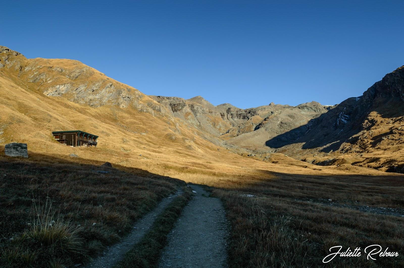 Refuge du Prariond en automne, Parc National de la Vanoise