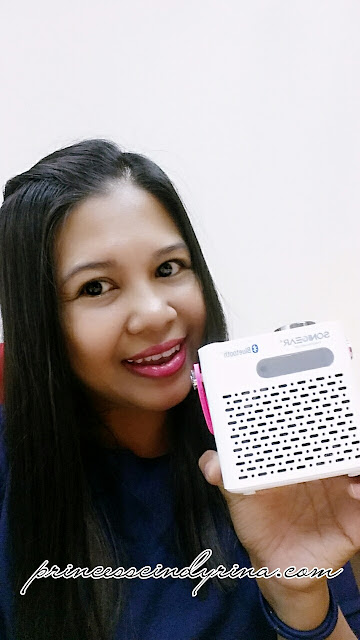 Girl posing with Pandora Neo 200