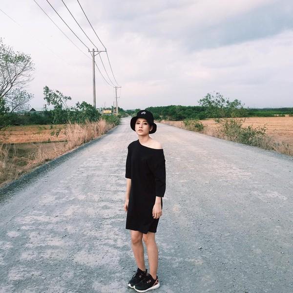 Xem mỹ nữ việt chọn giày Sneaker đế cao bắt cặp hoàn hảo cùng váy h11è