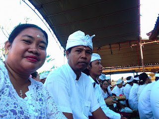 Waiting For Praying Galungan Day Ceremony