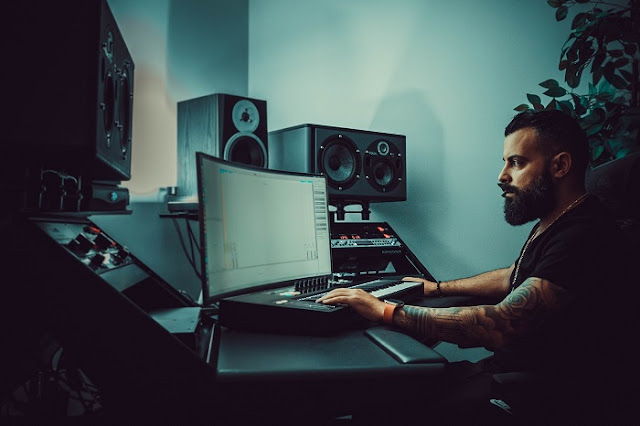 Belajar Mixing Audio - Mengenal Dimension & Time Based Processing (Delay, Reverb, Modulation) fisella music blog fisella peter de vries guitar .jpg