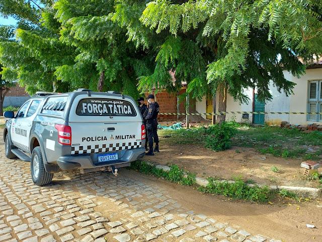 Homem é encontrado morto com marcas de violência no Santa Delmira em Mossoró