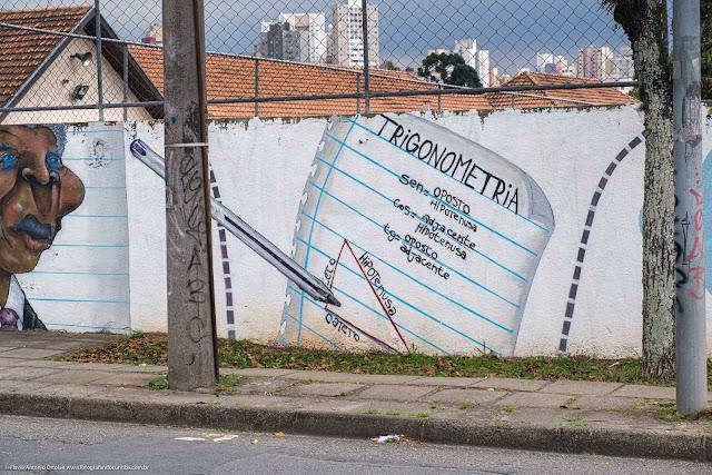 grafite no muro da Escola Estadual República Oriental do Uruguai