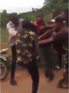 Two Policemen fight dirty in Edo State (video).
