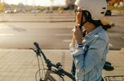 Pakai Helm di Saat Bersepeda