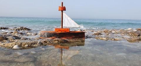 Wooden boat ( قارب خشبي )